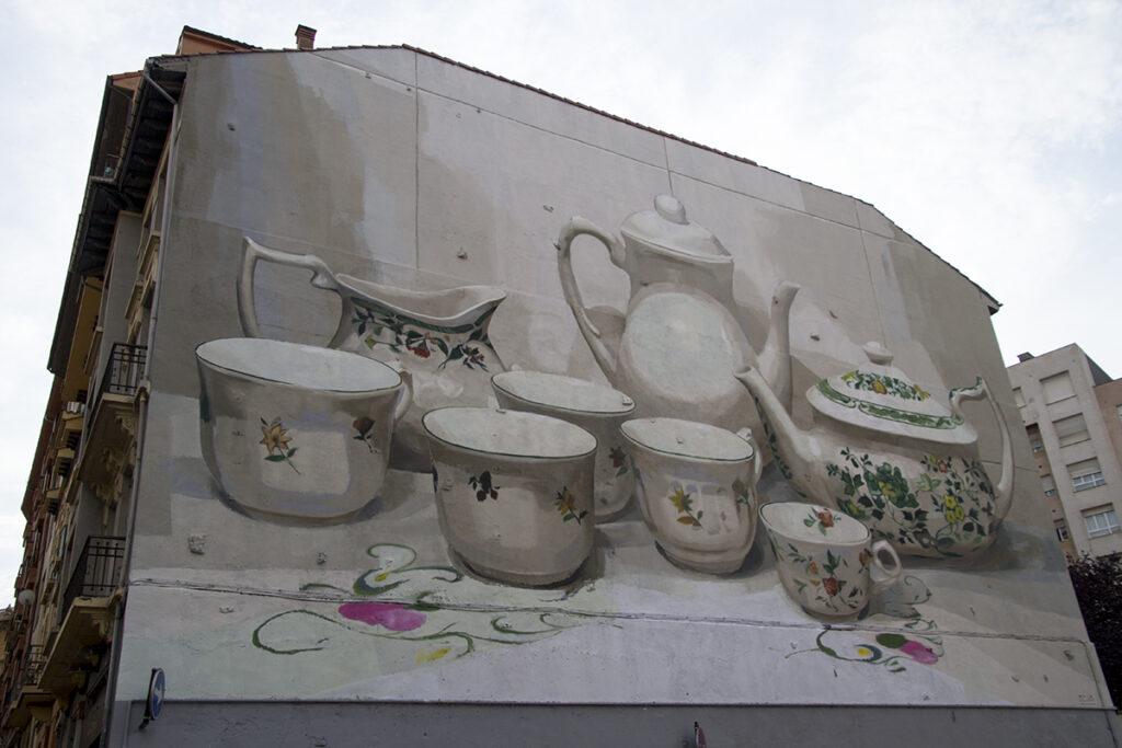 Mural de manolo Mesa sobre la fábrica de san claudio
